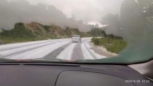 Χαλκιδική: Λευκό τοπίο στα ορεινά του νομού λόγω χαλαζιού (videos & photos)
