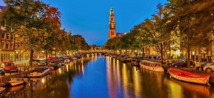 SOS εκπέμπει το Αμστερνταμ, που καταβυθίζεται