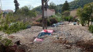 Κακοκαιρία «Ιανός»: Αυτοκίνητα θάφτηκαν κάτω από τόνους πέτρας στην Κεφαλονιά