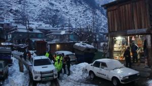 Πακιστάν: Σφοδρές χιονοπτώσεις προκαλούν χιονοστιβάδες και νεκρούς στα ορεινά (βίντεο)